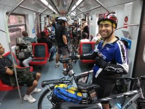 Ciclistas no trem sentido Grajaú