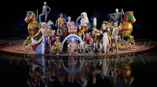 bellagio-entertainment-o-by-cirque-du-soleil-family-portrait-copy