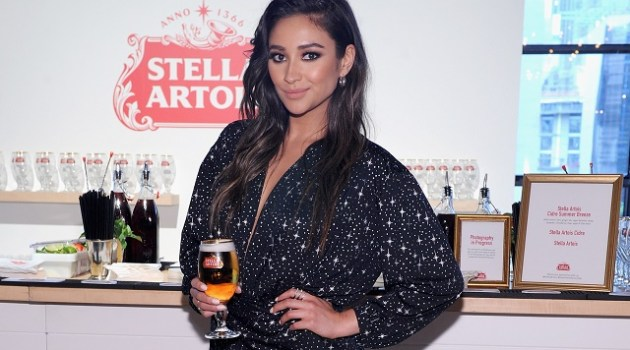 """NEW YORK, NY - JUNE 06:  Shay Mitchell and Stella Artois """"Host One to Remember"""" this summer at the Stella Artois Braderie in New York City on June 6, 2017.  (Photo by Craig Barritt/Getty Images for Stella Artois)"""