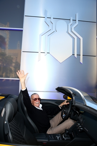 HOLLYWOOD, CA - JUNE 28: Stan Lee attends the World Premiere of 'Spider-Man: Homecoming' hosted by Audi at TCL Chinese Theatre on June 28, 2017 in Hollywood, California. (Photo by Joe Scarnici/Getty Images for Audi)