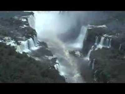 Helicóptero sobre las Cataratas de Iguazú [vídeo]