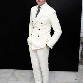 Eddie-Redmayne-white-suit