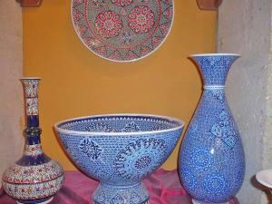 кувшины и чаши с восточной росписью