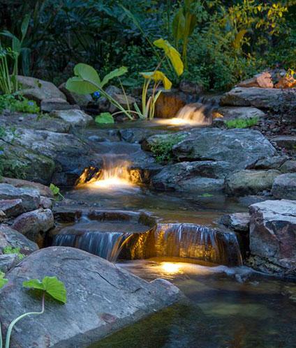 Ступенчатая подсветка водопада