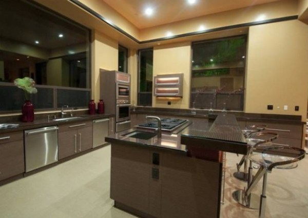 kitchen-6137d8-573x430
