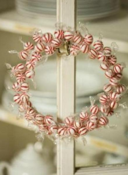 299x374xChristmas-Candy-Wreath.jpg.pagespeed.ic.raKVyFGU3b