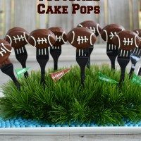Keep Pounding: Football Cake Pops!
