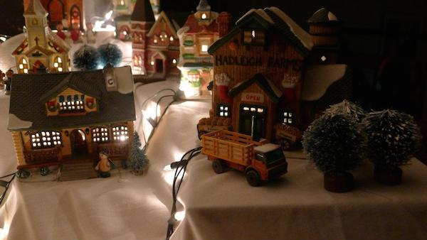 Homemade Parties Christmas House18