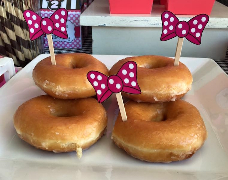 Homemade Parties DIY Party _Minnie Mouse Party Ina02