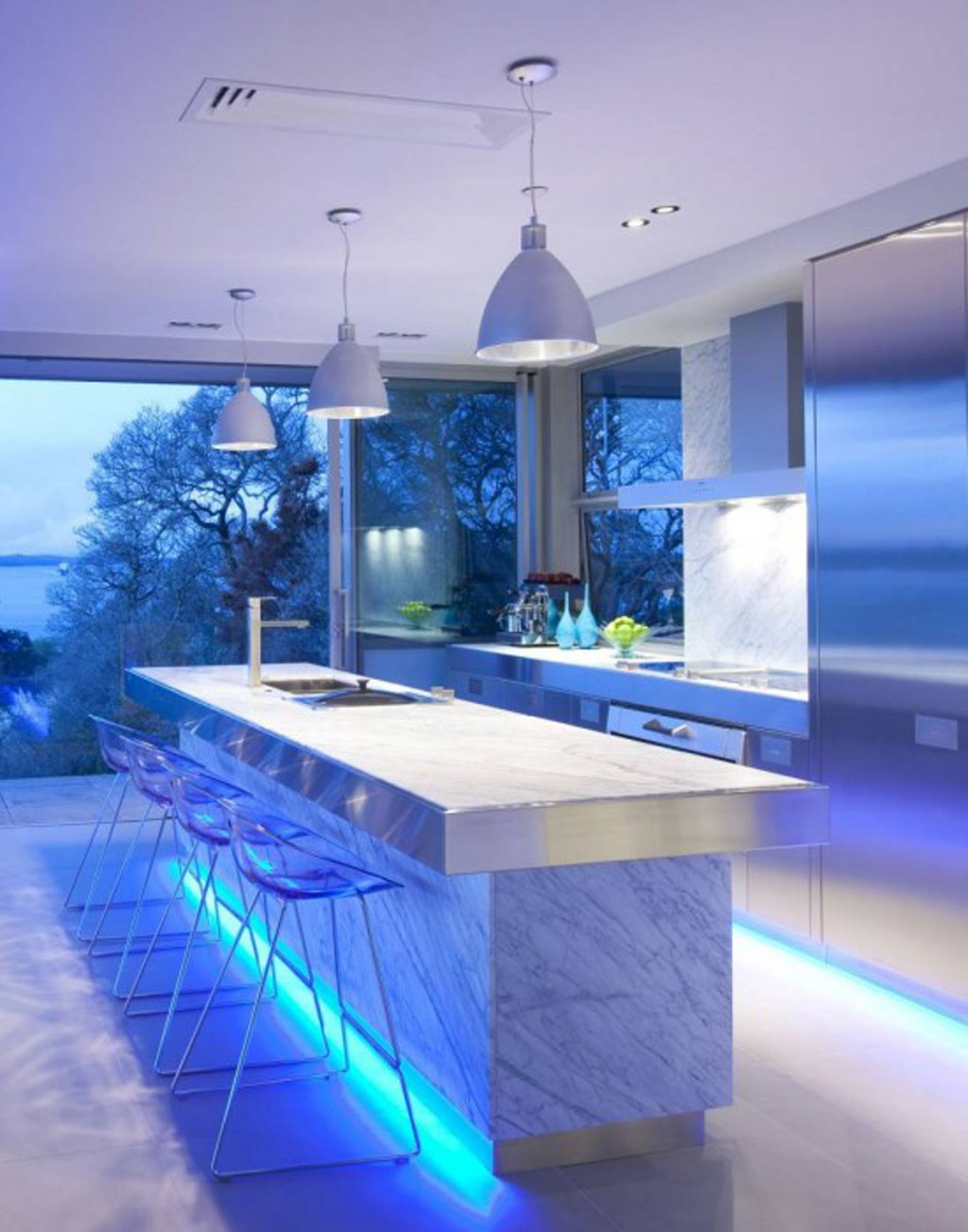 Ultra modern kitchen set and kitchen island with under cabinet lighting fixtures three pendant lamps in modern style and modern barstools