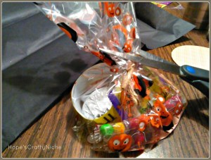 Spider Treat Bags-cutting down bag.
