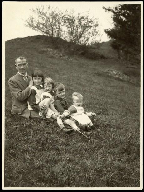 1926: Walter Lange con su padre Rudolf Lange y sus hermanos