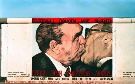 El Beso de Fraternidad, en el lado este del Muro de Berlín