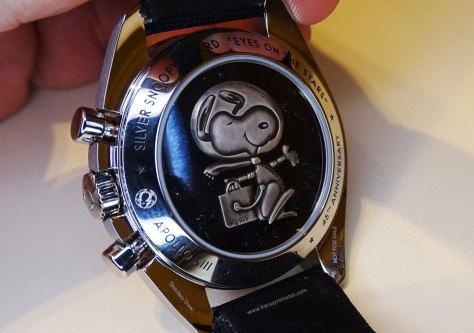 Omega Speedmaster Apollo 13 Silver Snoopy Award - Reverso