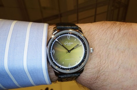 Glashütte original Sixties Iconic Golden 2