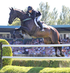 Tina Fletcher and Promised Land winning the 2011 Hickstead Derby.