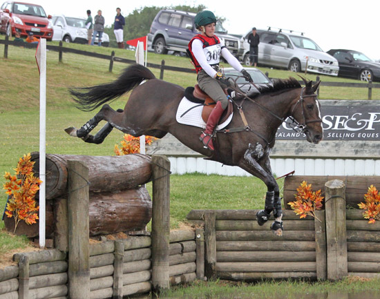 2011 Super League winner Christen Hayde and Tandarra Sweet As, in action at Puhinui.