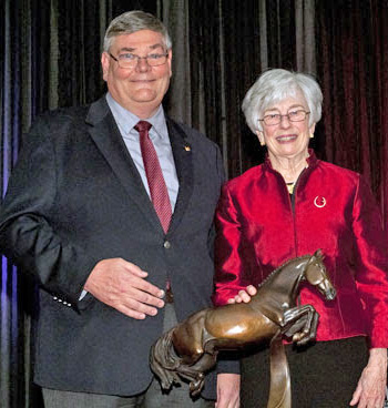 Michael Gallagher, President Equine Canada and Faith Berghuis, accept The Hickstead Award for Ian Millar on behalf of Big Ben.