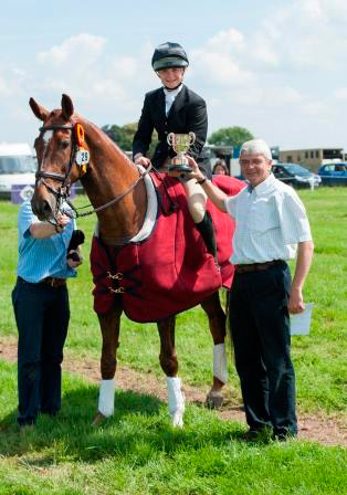 Constance Copesake and Aprobanta, 2014 Racesafe National Under-18 Champions.