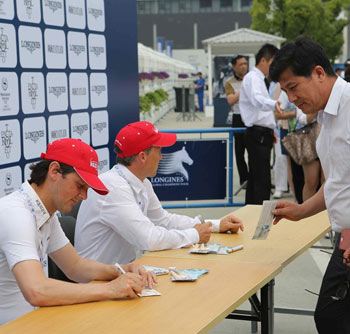Billy Twomey and Shane Breen in an official autograph signing session.