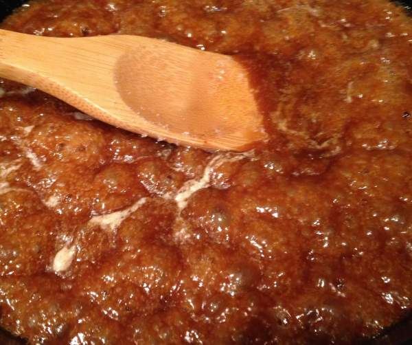 Caramel bottom for apple skillet pie