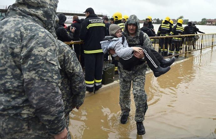 GTY_balkans_flood_5_sk_140516_14x9_1600