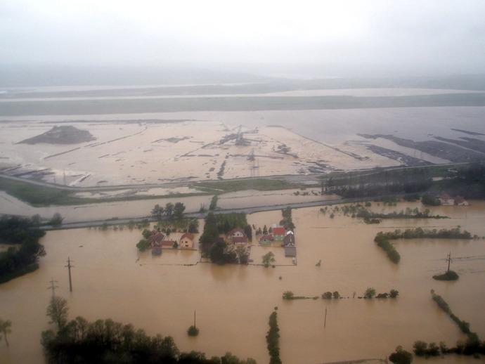 GTY_balkans_flood_15_sk_140516_4x3_1600