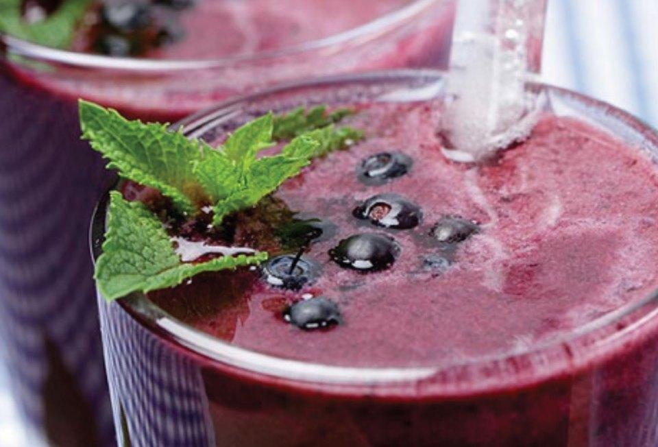 http://i2.esmas.com/2013/12/12/596909/smoothie-deslactosado-de-mora-azul-613x342.jpg