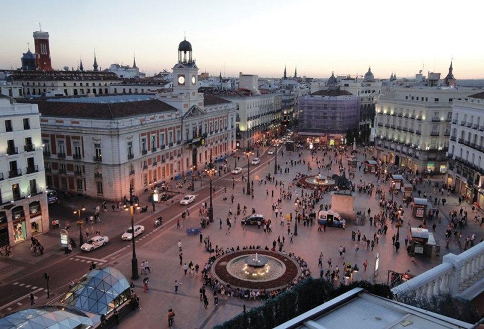http://www.theclinic.cl/2012/05/15/la-ruta-de-madrid/