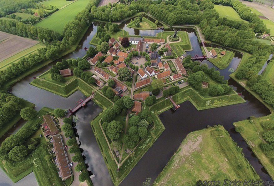 Foto: http://www.amusingplanet.com/2013/06/star-shaped-fort-bourtange-in.html