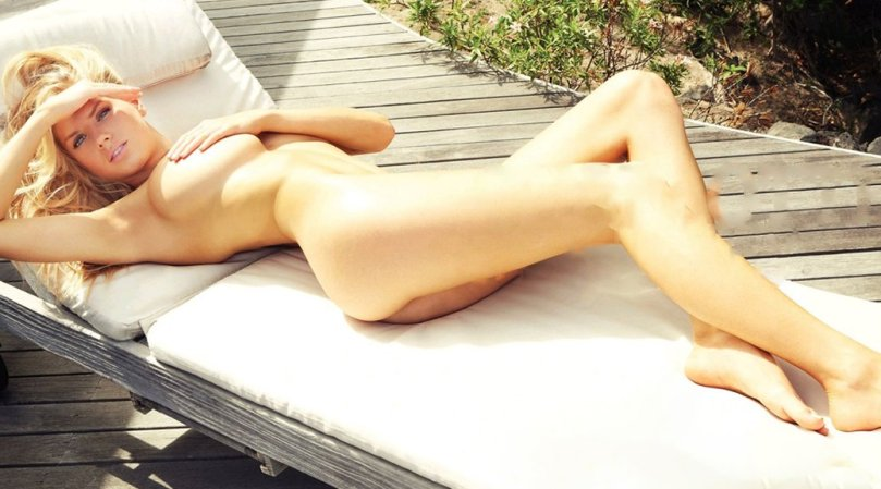 Charlotte McKinney | Hot Celebs Home