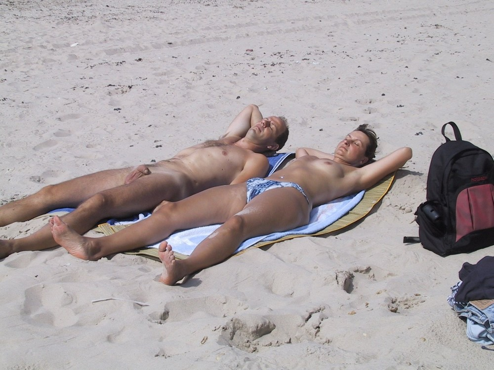 wife topless vacation group