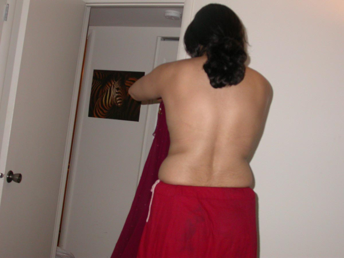 Sexy indian village chachi stripping saree petticoat images