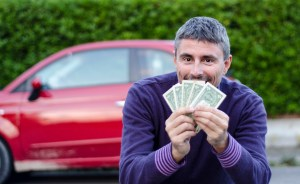Making Money Selling Cars, Man shows Dollars
