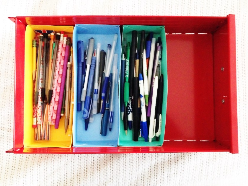 make these custom holders to organize your desk drawer
