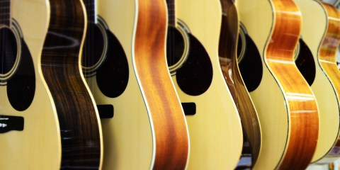 muisc-guitars-acoustic-lined-up