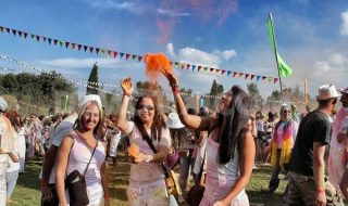 1395513991-we-are-one-sa-first-colour-festival-returns-to-johannesburg_4266904