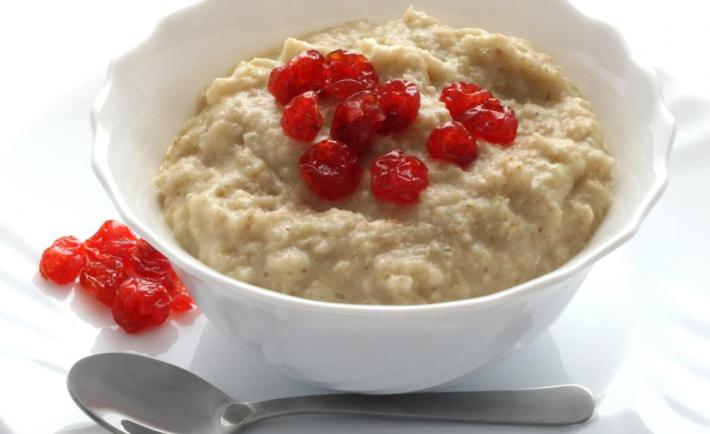 bowl-of-cooked-oatmeal-with-fruit