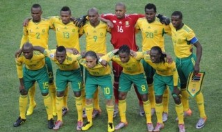 South Africa's players pose for a group picture before the start of their 2010 World Cup group A first round football match against Mexico on June 11, 2010 at Soccer City stadium in Soweto, suburban Johannesburg. NO PUSH TO MOBILE / MOBILE USE SOLELY WITHIN EDITORIAL ARTICLE -    AFP PHOTO / GABRIEL BOUYS