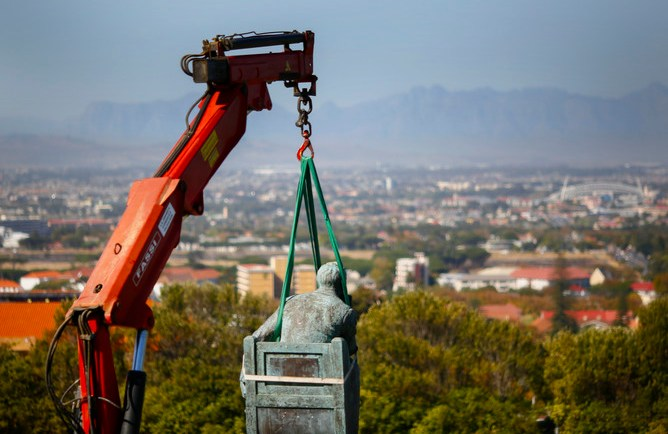 epaselect epa04696924 The statue of one of apartheid's architects Cecil John Rhodes is bound by straps connected to a crane prior to its removal from the University of Cape Town (UCT), South Africa, 09 April 2015. The colonial era statue has been the centre of contoversy for weeks following student protests calling for it to be taken down. The debate on the presence of colonial era statues in South Africa in the context of transformation and redress in the country since the end of apartheid has spread nationwide. UCT's Council voted 08 April 2015 to remove the statue of the former Cape Colony governor following the student protests.  EPA/NIC BOTHMA  EPA/NIC BOTHMA