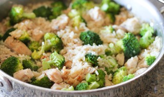 One-Pan-Cheesy-Chicken-and-Broccoli-Rice-3