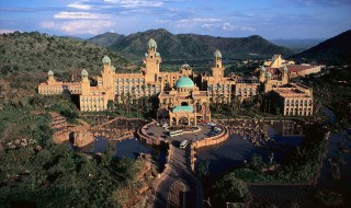 1993, Sun City, South Africa --- The Palace is a huge hotel at the Lost City, part of Sun City, a resort complex that for many years stood nominally outside South African control, despite being completely surrounded by South Africa. --- Image by © Gideon Mendel/CORBIS