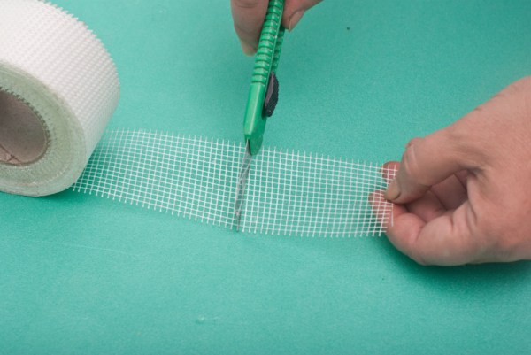 Cutting the fiberglass mesh