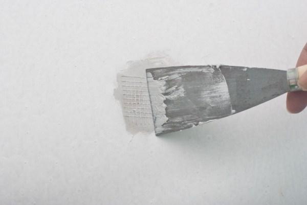 Narrow putty knife