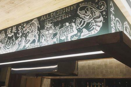 最後の仕上げ段階アーティストを投入竣工予定は月曜日オーナー様もう少しお待ち下さい♪#内装工事 #内装デザイン #空間デザイン #チョークアート  #デザイン #居酒屋 #札幌 #すすきの  #北海道 #