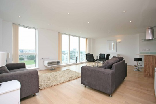 Bright 3 Bedroom Flat Apartment, Ingot Tower, Silver Wharf, Limehouse, E14