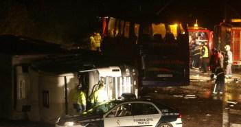 Accidente del autobús del Recreativo en la A-49 el 20 de diciembre de 2006. (JP).