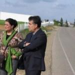 Espinosa y Bella visitan la finca junto a carretera de Cabezudos.