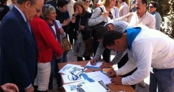 Recogida de firmas del PP.