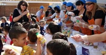 los escolares ha tomado pan, aceite, zumos y borchetas de frutas